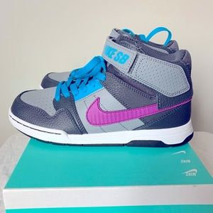 Boy Nike SB High Top Sneakers Size Youth 4